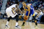 455441-stephen-curry-vs-jrue-holiday